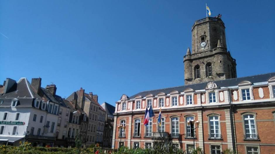 ブローニュ=シュル=メールの鐘楼と市役所