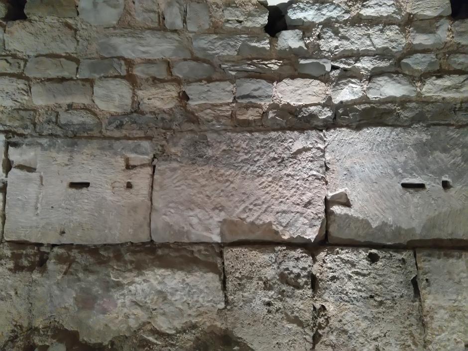 ブローニュ・シュル・メール美術館の地下のローマ時代の城壁