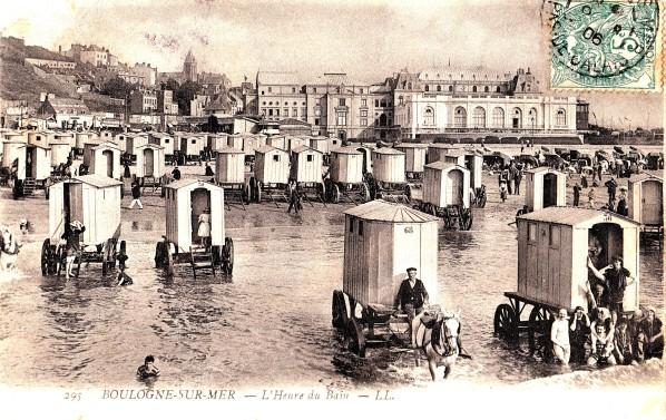 Les-cabines-de-bains-de-Boulogne-tractees-par-des-chevaux