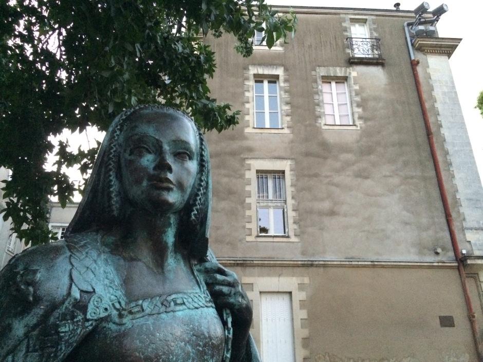 アンヌ・ド・ブルターニュ像