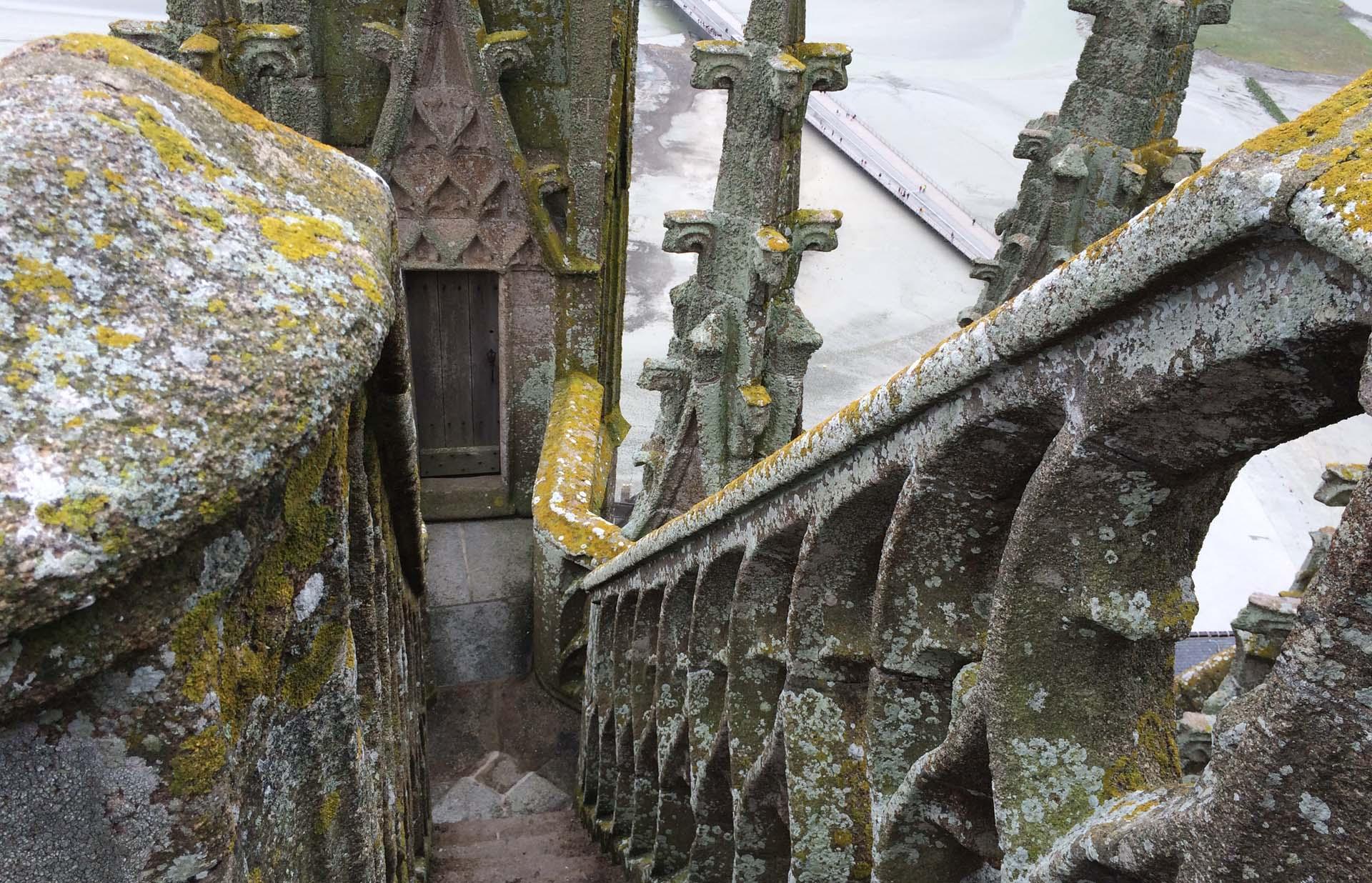 モン・サン・ミッシェルの修道院付属教会のレースの階段