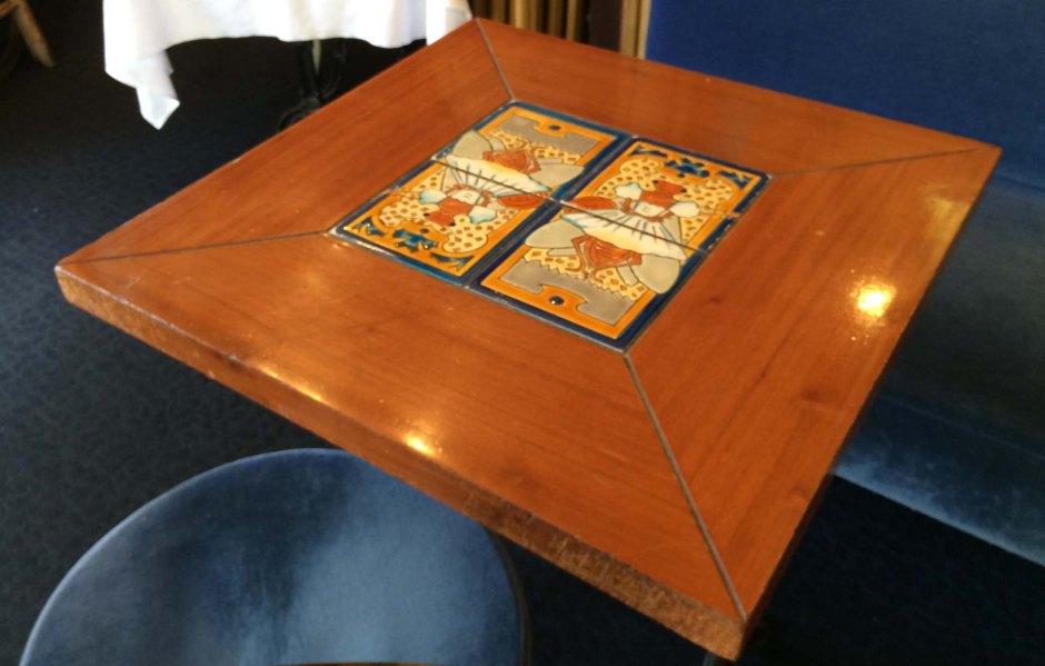 ナントのラ・シガルのテーブル