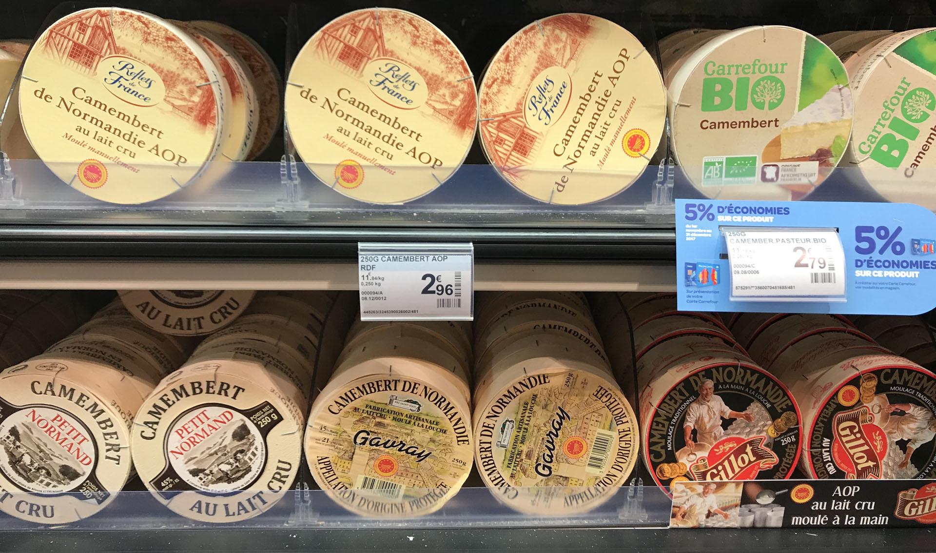 様々な種類のカマンベールチーズ