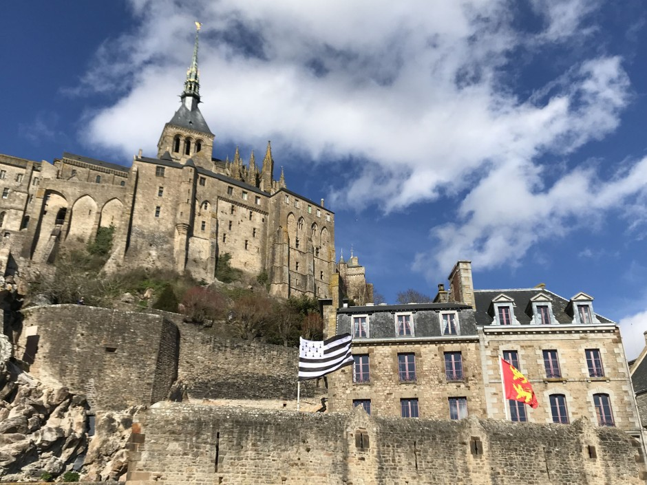モン・サン・ミッシェルとブルターニュの旗