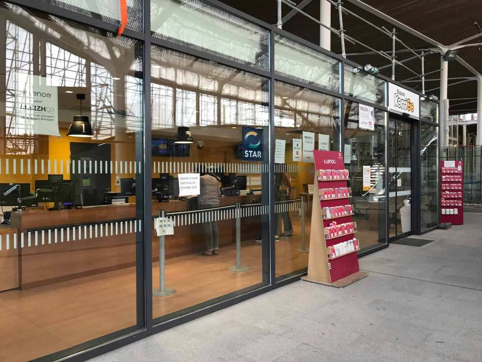 レンヌ駅のバスチケット売り場