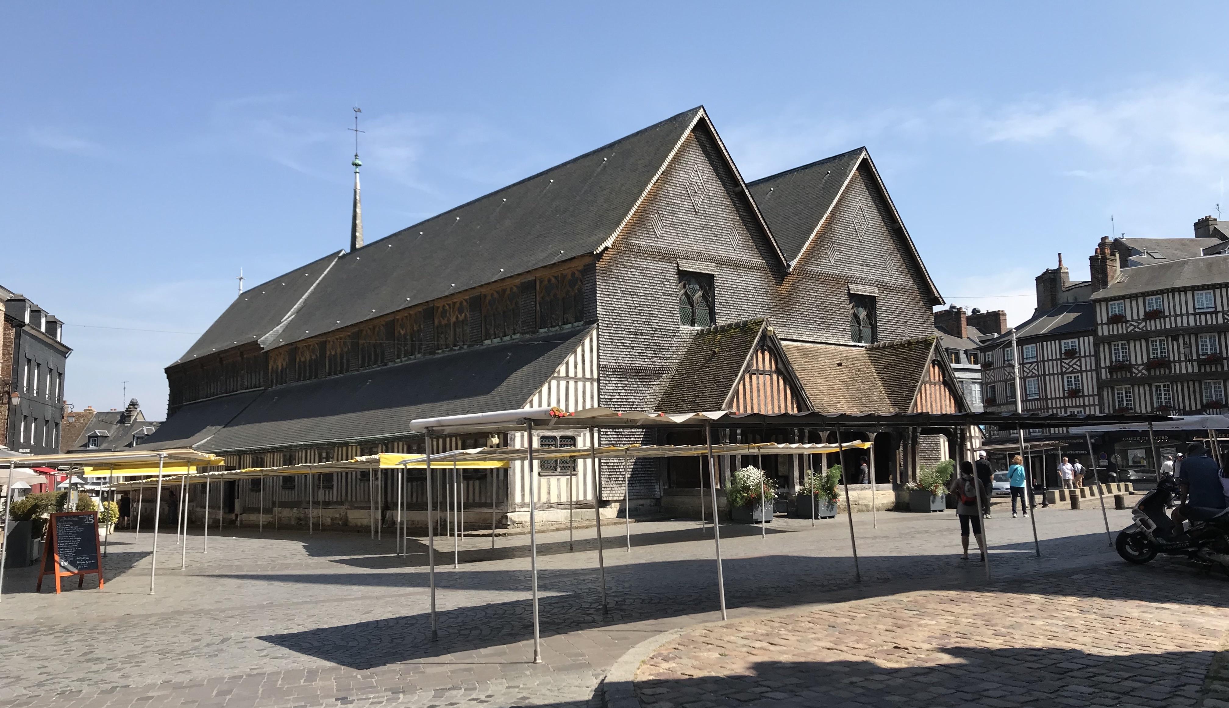 オンフルールのサント・カトリーヌ教会の外観